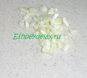 порезанный чеснок