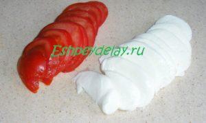 порезанные помидоры и моцарелла