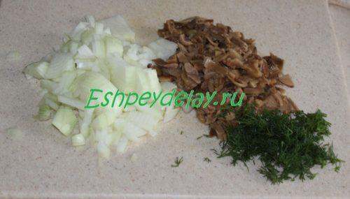 лук, грибы и зелень для кручеников
