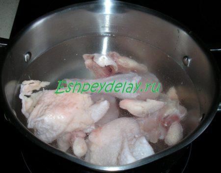 курица варится