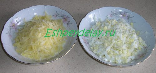 тертые яйца и сыр