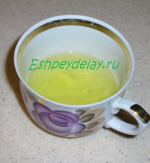 яичные белки в чашке