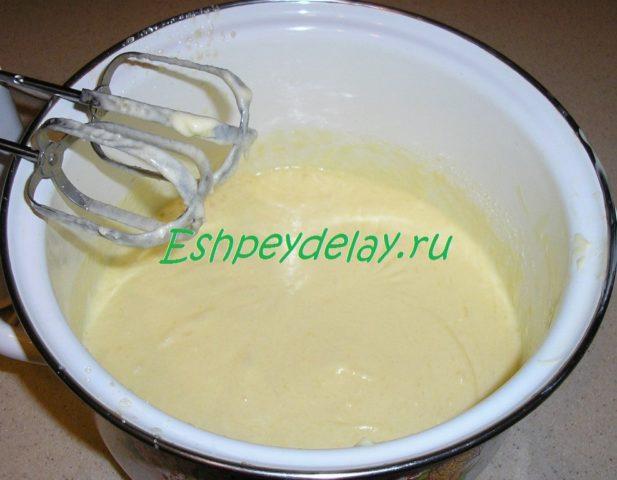 взбитое сливочное масло с яйцами