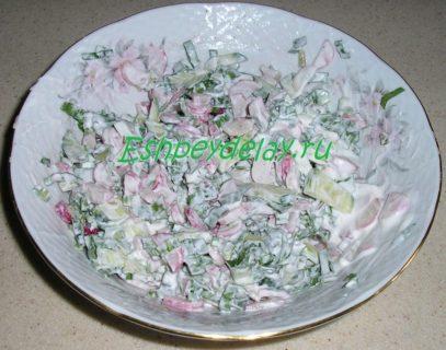 вкусный салат из черемши с огурцом