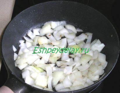 обжаренный лук для драников