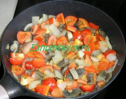 обжаренные овощи с грибами