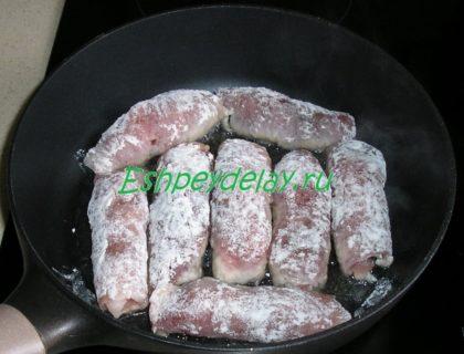 мясные пальчики на сковороде