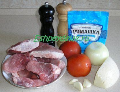Рецепт свинины в духовке с помидорами и сыром