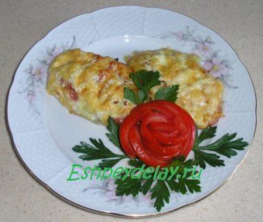 Свинина с помидорами и сыром в духовке