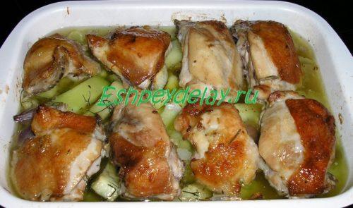Куриные бедрышки с кабачками
