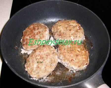 жареные мясные зразы с яйцом