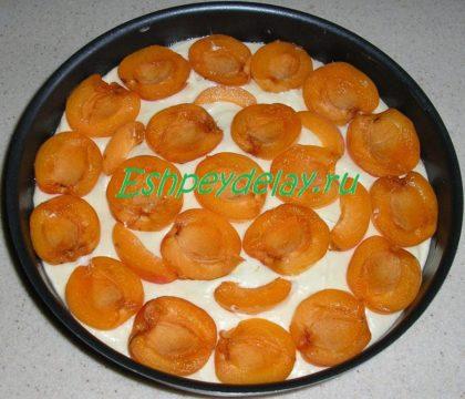 абрикосы на тесте
