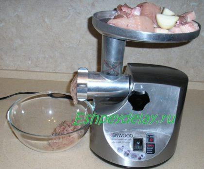ингредиенты на мясорубке