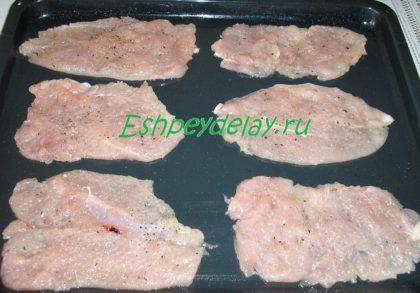 куриные отбивные на листе для запекания