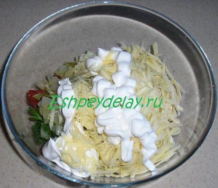 сыр с майонезом и помидорами