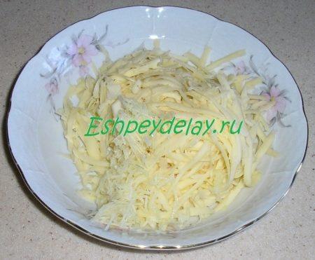 тертый сыр и чеснок