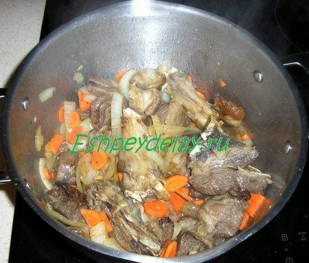 баранина обжаренная с луком и морковью