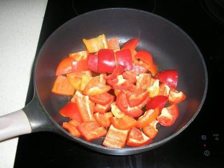 перец на сковороде