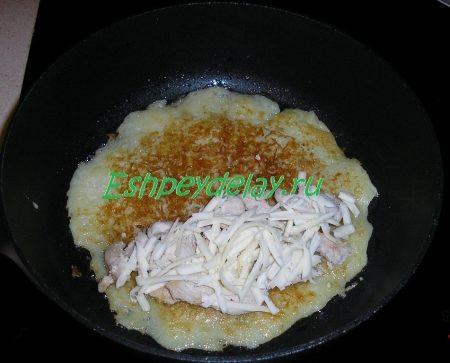 Драники с курицей и сыром