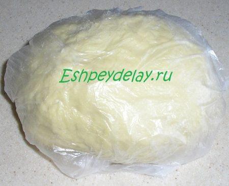 Готовое тесто на вареники в целлофановом пакете