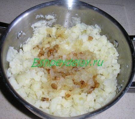Картошка со шкварками и луком