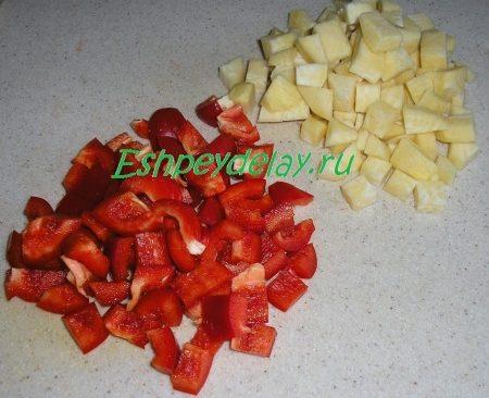 Порезанные кубиками перец и репа