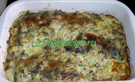 Сельдь запеченная с луком и сметаной рецепт