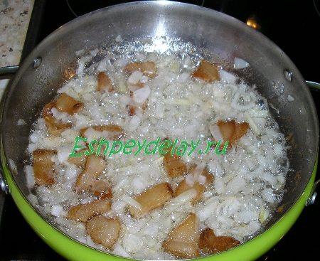Жареное сало с луком