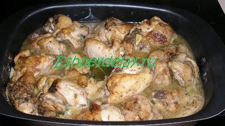 Запеченые в противне кусочки курицы
