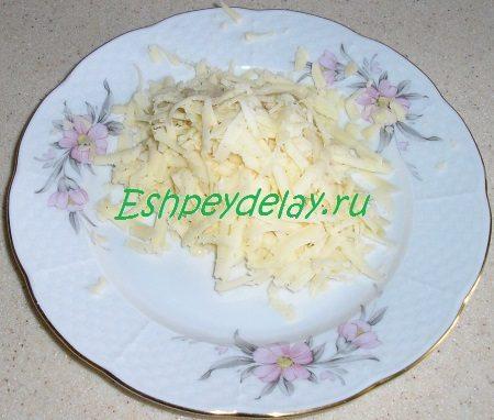 Потёртый на крупной тёрке сыр