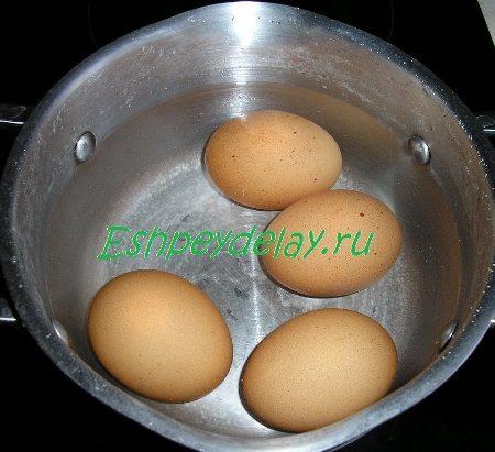 Яйца в кастрюльке