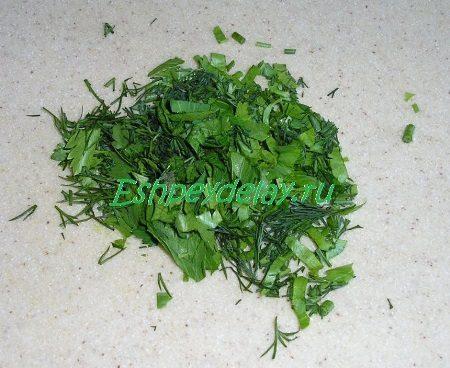 Мелко порезанная зелень