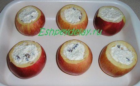Фаршированные яблоки на противне