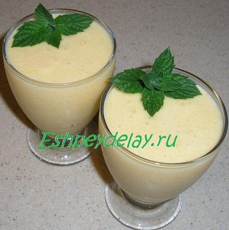 Молочный коктейль из манго,с мороженым