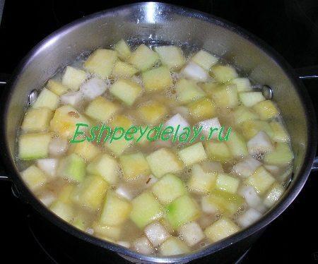 Куриный бульон с овощами