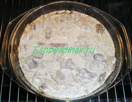 Мясо со сметаной и луком