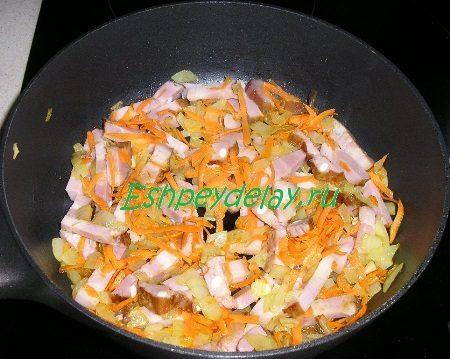 Обжаренная с овощами грудинка