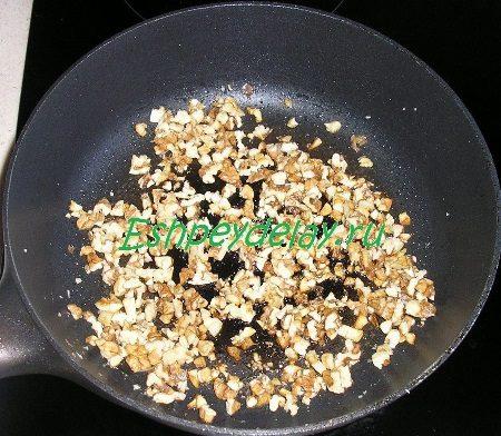Жареные орехи с чесноком