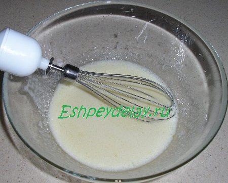 Взбитое яйцо с сахаром и маслом