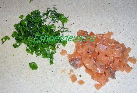 Мелко порезанные сёмга и зелень