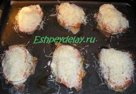 Эскалопы посыпанные сыром