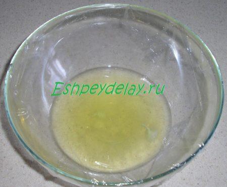Яичный белок в миске