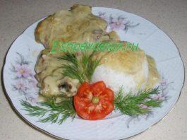 Свиные котлетки на кости с луковым соусом