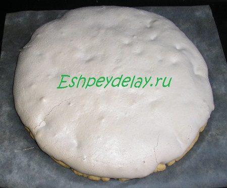 Испеченный корж для торта