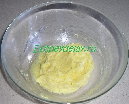 Смешанное с желтками масло