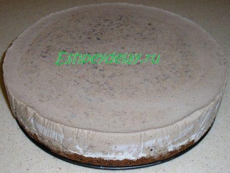 Торт из чернослива вынутый из формы