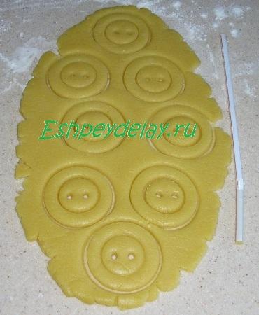 Печенье с отверстиями под пуговицы