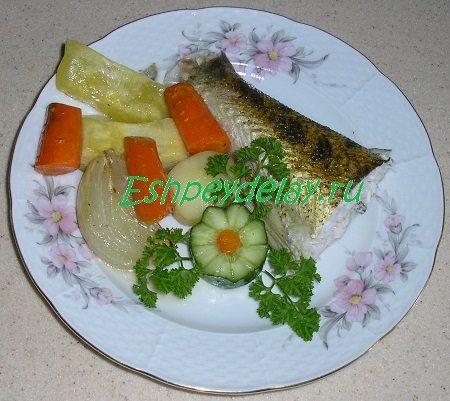 Судак с овощами запеченный в фольге