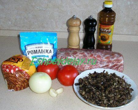 Рецепт отбивной с грибами, помидорами и сыром