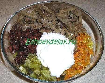 Добавленный в салат майонез